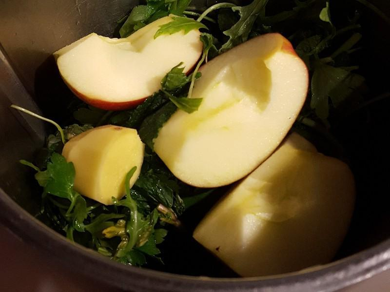 Ginger, Apple, and Mint Green Smoothie